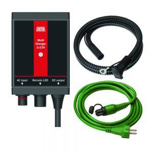 ChargerKit 1x12A, bestående av batterilader, apparatinntak, og tilkoblingsledning