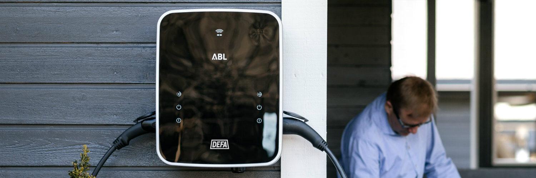 DEFA dobbel hjemmelader til elbil på husvegg