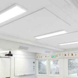 Diffused, even light from the fittings prevents reflections and glare from the whiteboard.