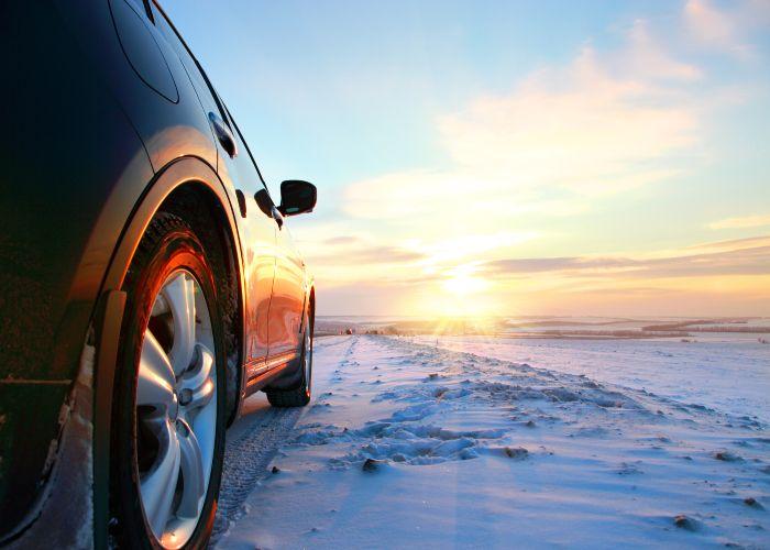Bil utomhus, vinter